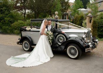 Bride & Groom arriving at Ivy Hill